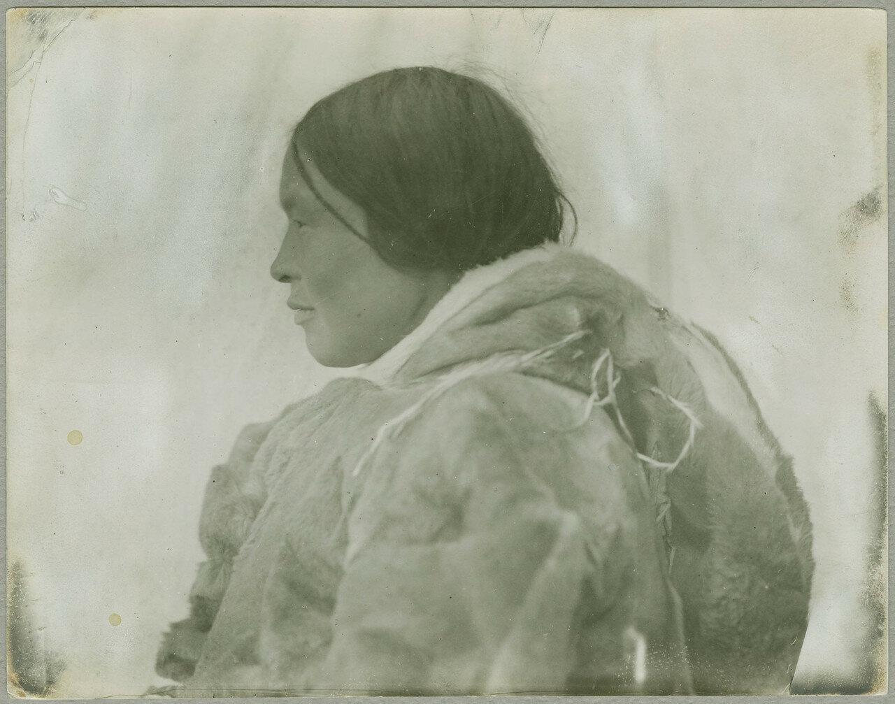 stem229_0430102fКокилука, эскимосская женщина .jpg