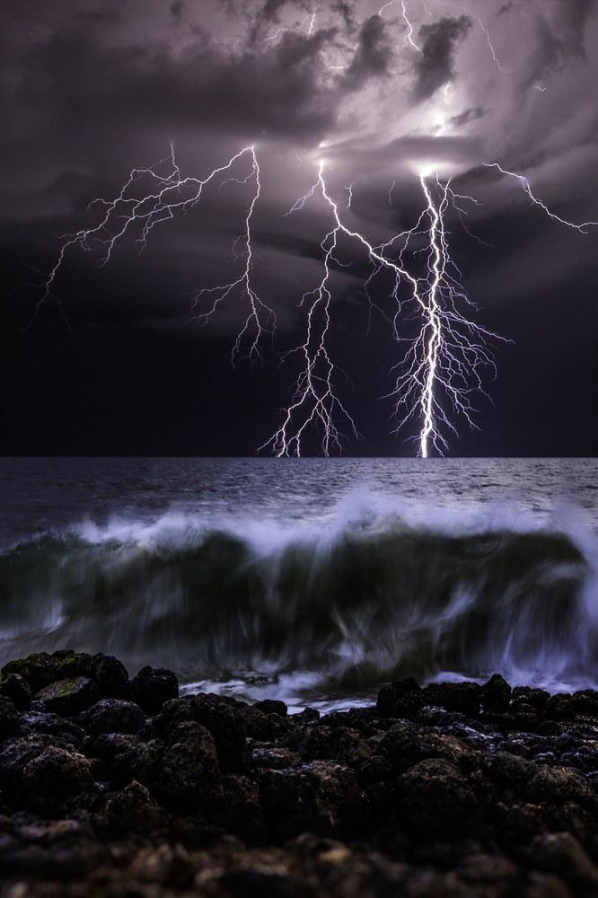 Несмотря на такую частоту, механизм появления молний еще не до конца изучен и это удивительно.