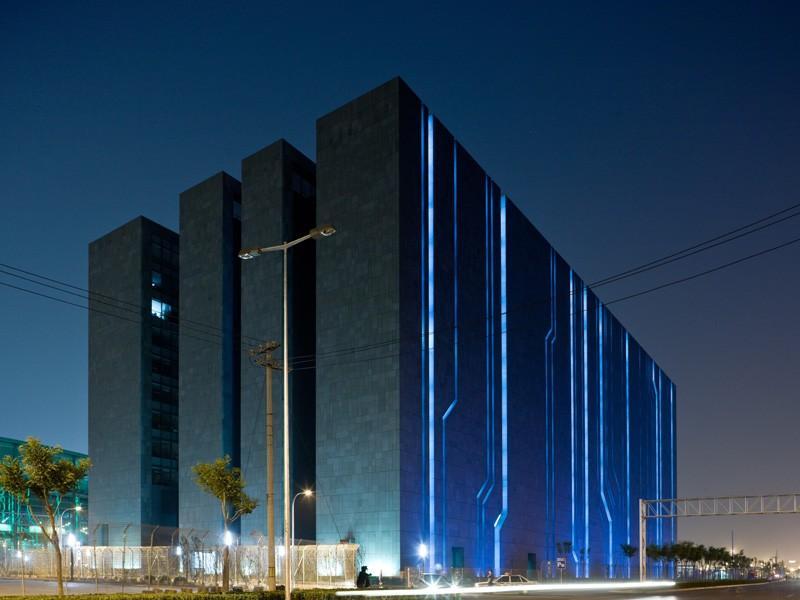 Где хранится интернет: 10 супермощных дата-центров (11 фото)
