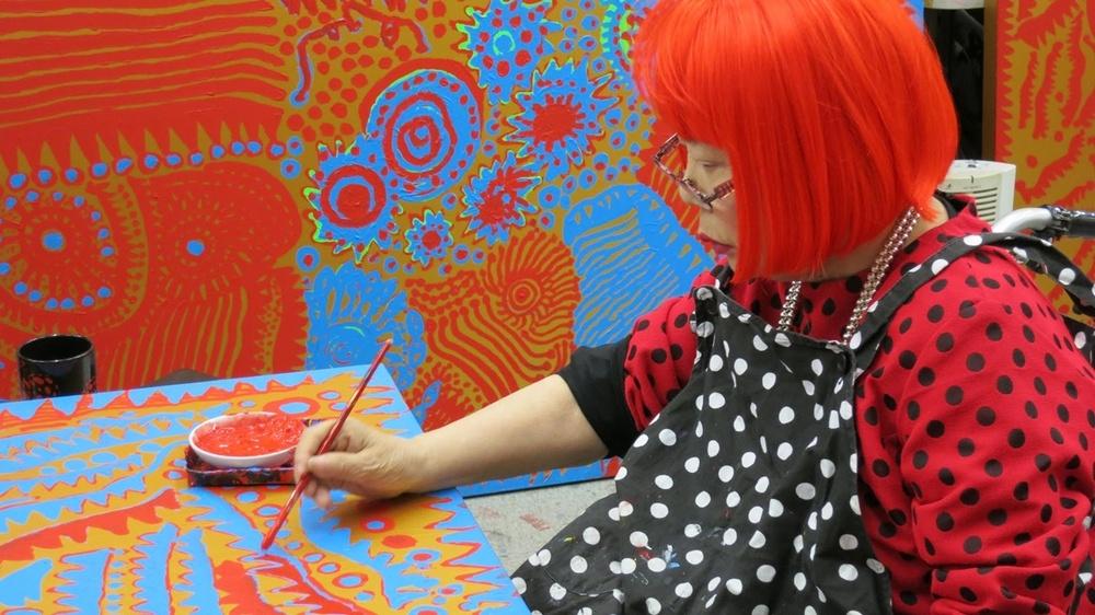 Яёи Кусама – 88-летняя художница, страдающая психическими расстройствами, продаёт картины за миллионы долларов (20 фото)