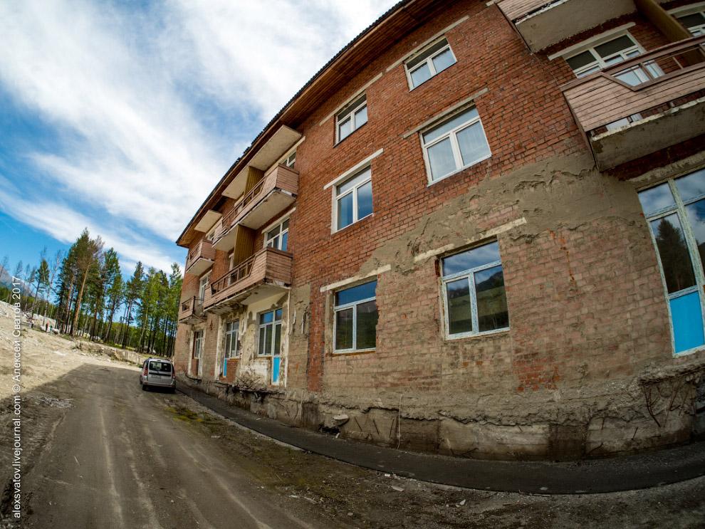 11. Территория курорта убрана, но так и не восстановлена.