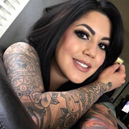 Соблазнительные девушки с татуировками