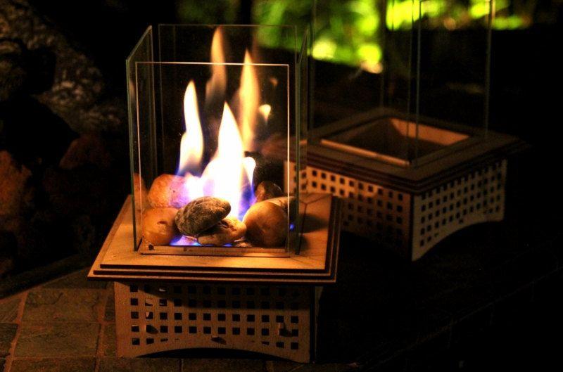 15. Настольный камин, позволяющий «обуютить» любую гостиную или веранду.