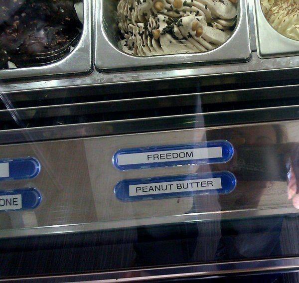 Мороженое. Первое называется «Свобода», второе — «Арахисовое масло». Как это символично, не правда л