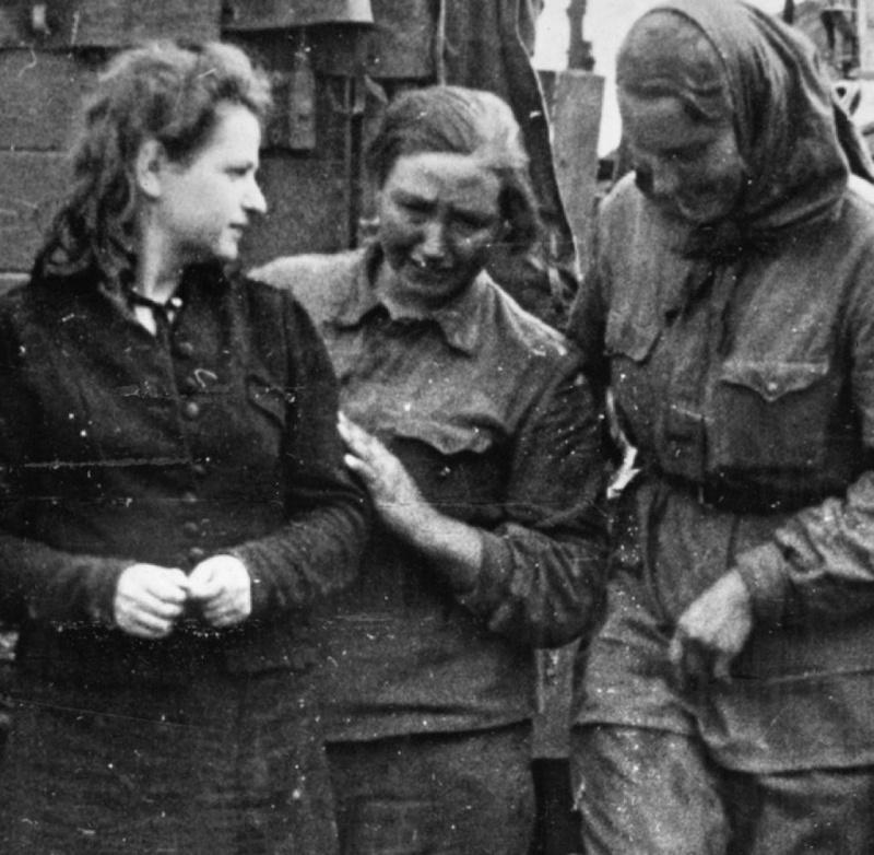 Пленные женщины-военнослужащие РККА.jpg