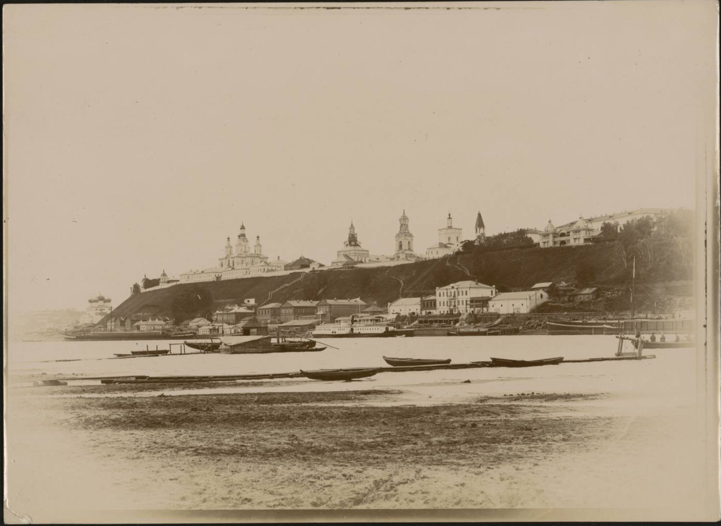 Общий вид с правого берега реки Вятки