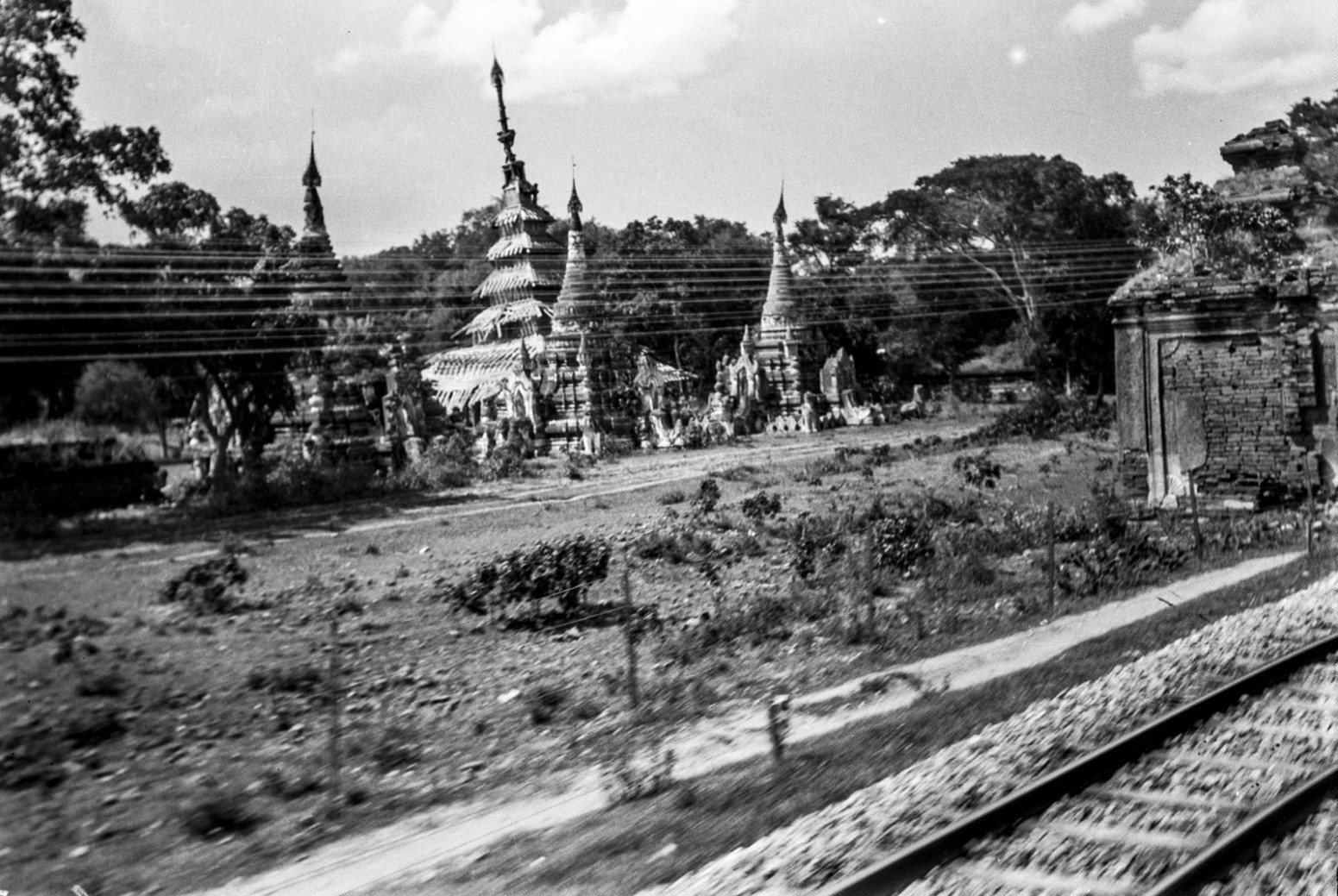 1077. Пагоды в Мандалай