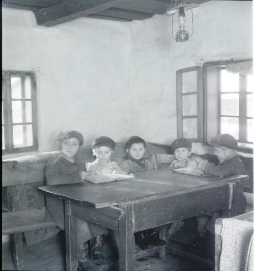 Учащиеся в хедере (еврейская начальная школа), Мукачево или Трново
