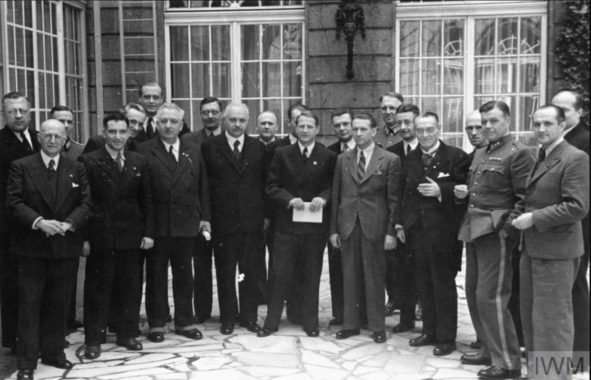 Члены Международной медицинской комиссии в Берлине на встрече с Леонардо Конти, имперским руководителем здравоохранения