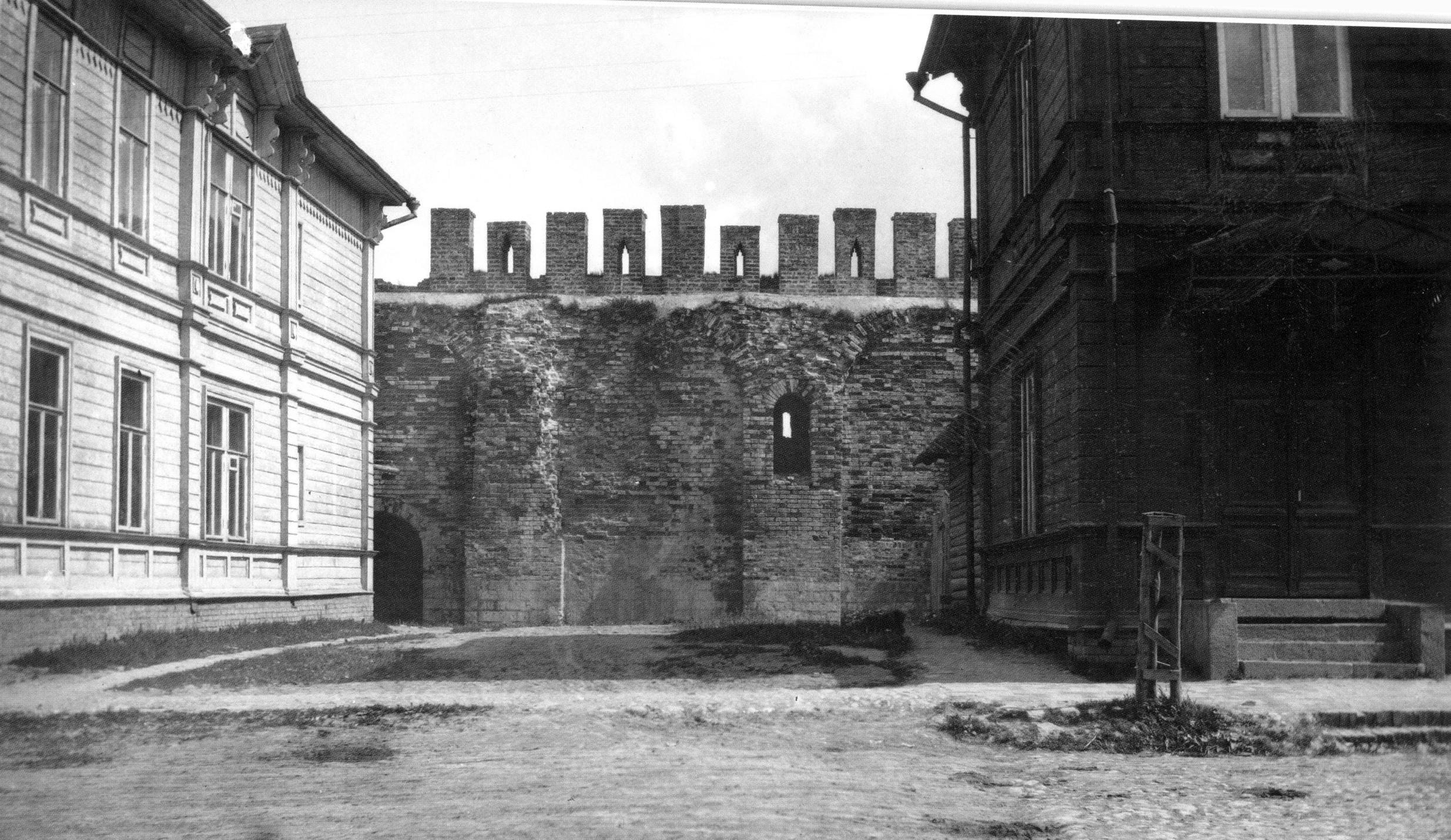 Дома у крепостной стены на Авраамиевской улице. 1907