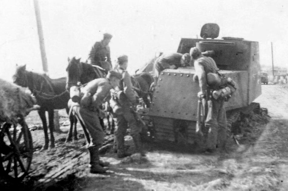 Подбитый бронетрактор ХТЗ-16.