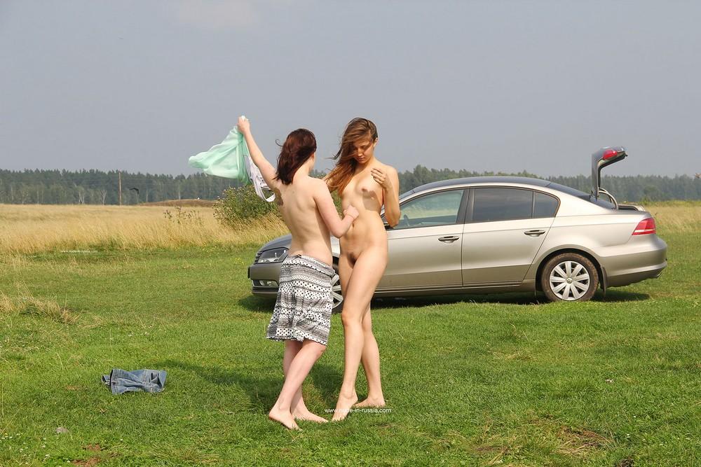 Арина и Инга отдыхают на озере Карагуз