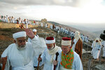 Samaritans_marking_Sukkot_on_Mount_Gerizim,_West_Bank_-_20051017.jpg