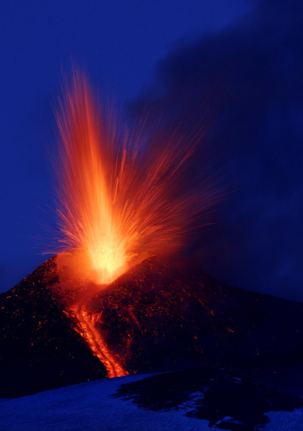 16. Новое извержение вулкана Этна, 1 марта 2017. (Фото Antonio Parrinello | Reuters):