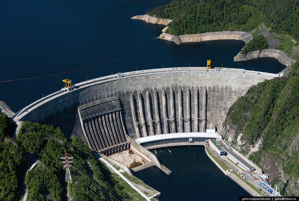 22. Высота плотины — 245 метров, что соизмеримо с высотой 80-этажного здания. Это самая высокая
