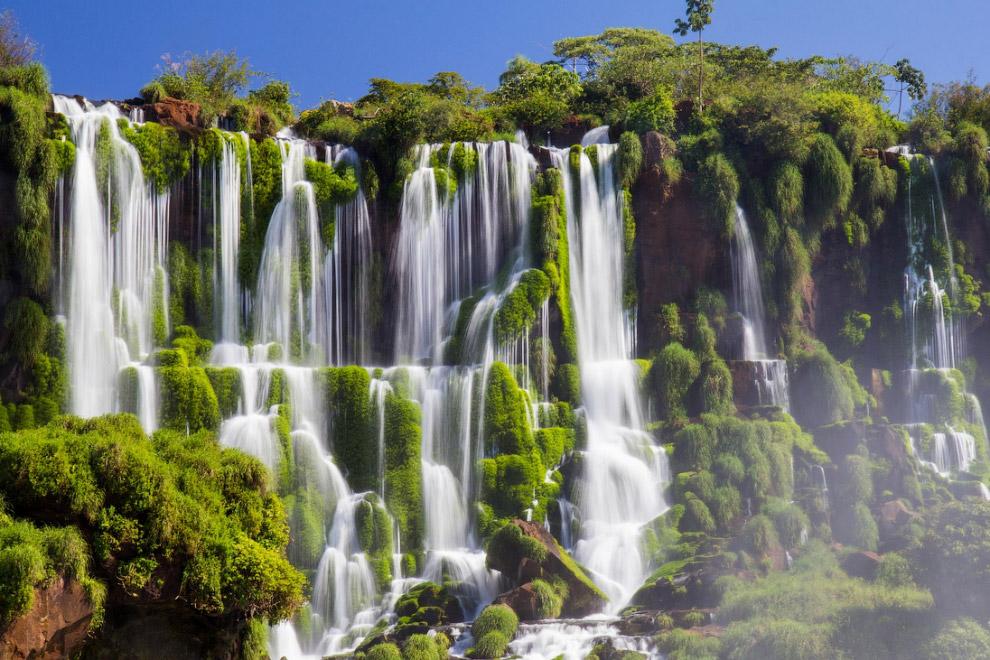 Водопад Игусау считается восьмым чудом света, ежегодно сюда съезжаются десятки тысяч туристов.