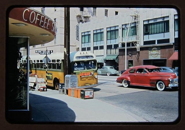 Северо-западная часть бульвара Уилшир и Ла-Бреа-авеню, 1949 год.