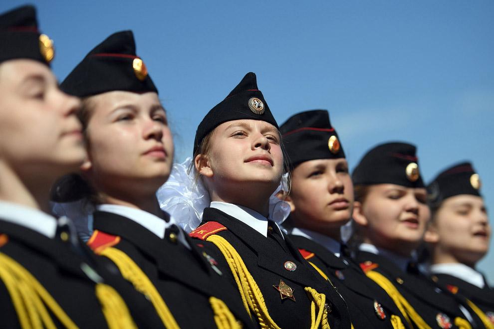 7. Для участия в московском параде также сшито 11 тыс. комплектов формы, сообщили в Минобороны.