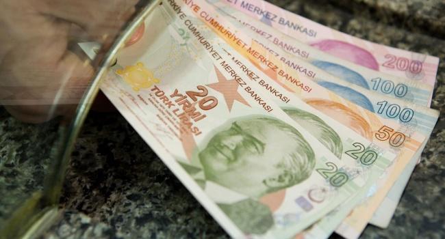 Турецкая лира стала худшей валютой начала этого года