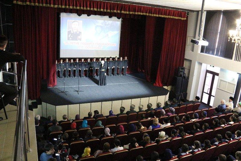 ВЛипецке открыли монумент одному изпервых героев Российской Федерации летчику Суламбеку Осканову