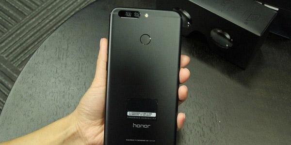 Huawei работает над безрамочным телефоном