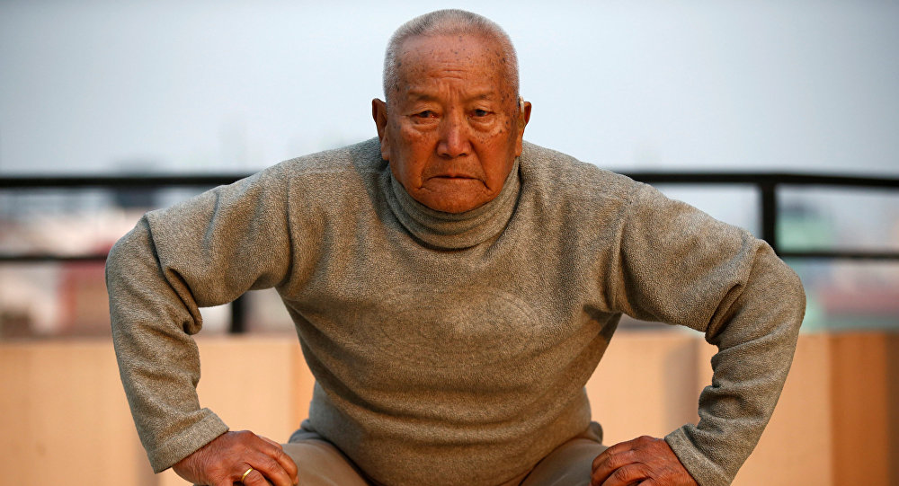 85-летний непалец скончался, пытаясь побить возрастной рекорд восхождений наЭверест
