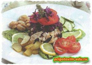 Салат с черносливом , кроликом и капустой