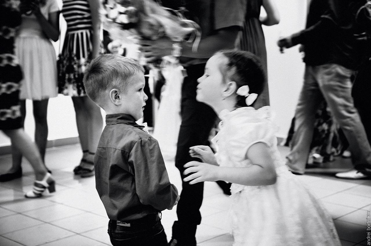Saturday wedding circle. Children at the wedding