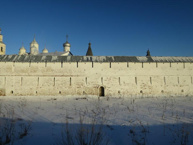 Спасо-Прилуцкий монастырь. Бойницы юго-западной стены