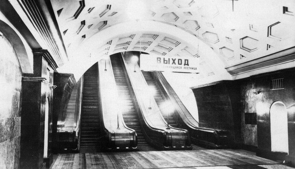 23427 Станция метро _Красные ворота_.jpg
