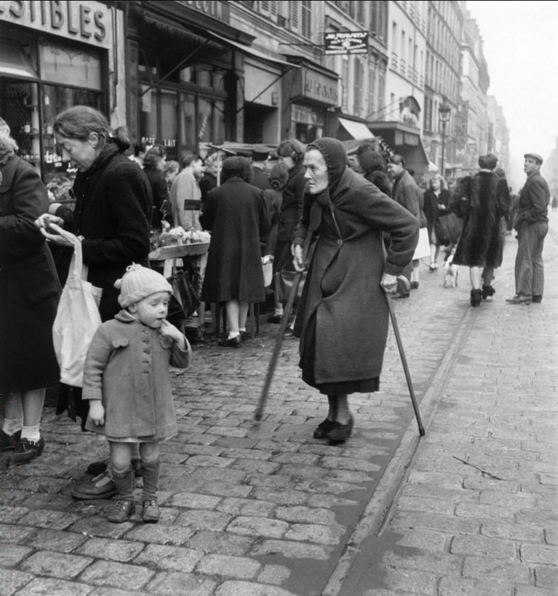 1947. На улице Менильмонтан, Париж