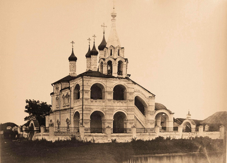 Вид северо-западного фасада Троицкой церкви