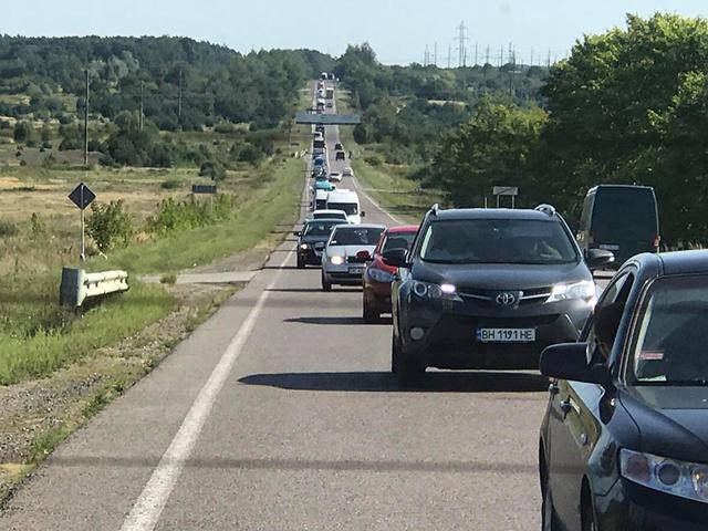 """Колонна длиной в 4 км выдвинулась на Краковец, - """"Рух новых сил"""". ФОТОрепортаж"""