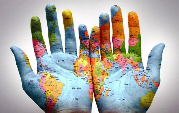 С днем туризма! Карта мира на ладонях открытки фото рисунки картинки поздравления