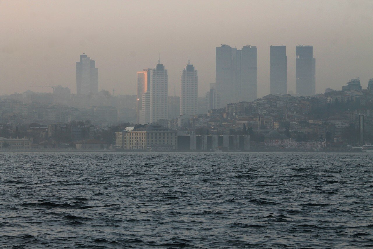 Стамбул, Ускюдар. Туманный вечер над Босфором