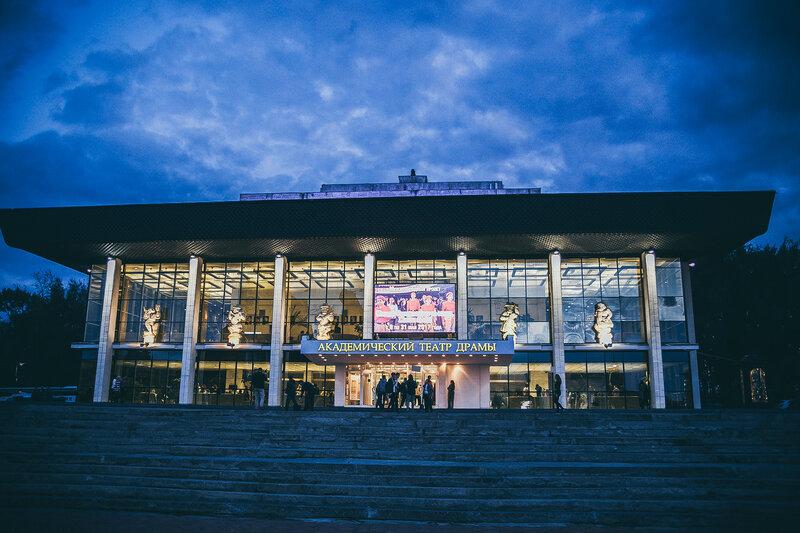 Ночь в театре