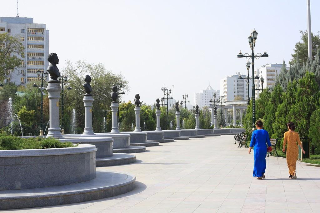 29. Балет, опера и цирк в Туркмении запрещены. Туркменбаши Великий как-то сказал: «Я не понимаю бале