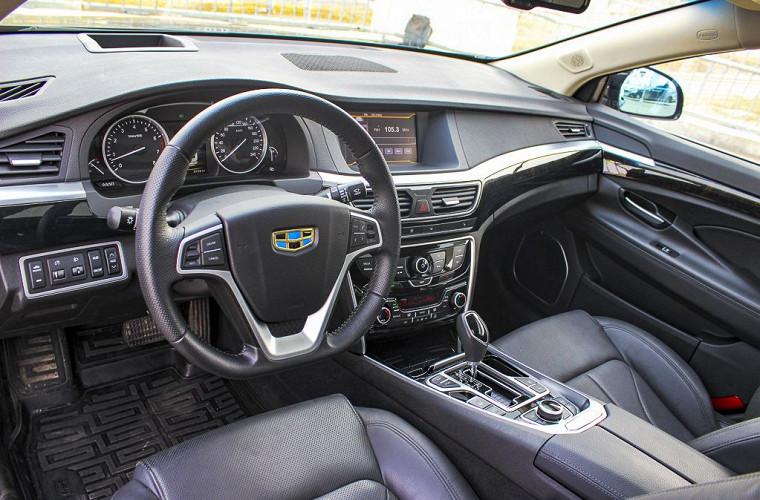 Зато сидеть за рулем удобно, водительское кресло имеет целых восемь направлений регулировок, услужли