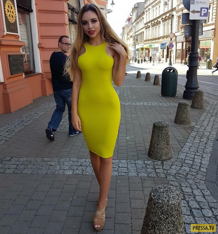 Милые девушки в обтягивающих платьях