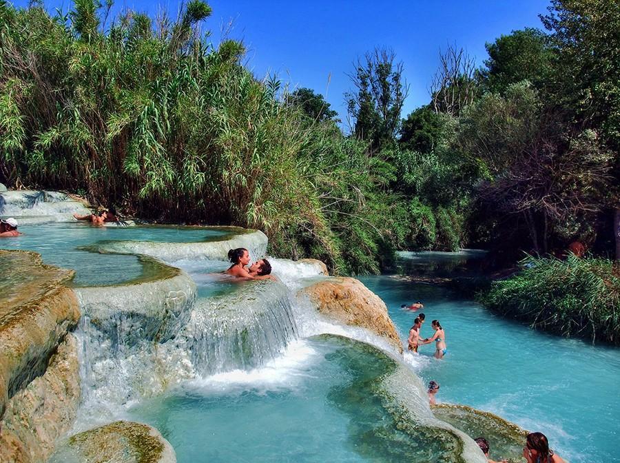1. Cascata Del Mulino, Тоскана Это естественный горячий источник с повышенным содержанием серы. Нахо