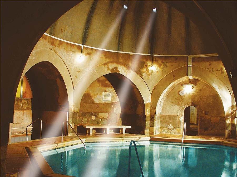 2. Кирай, Будапешт Публичные купальни — это часть культуры Будапешта вот уже несколько веков, ведь н