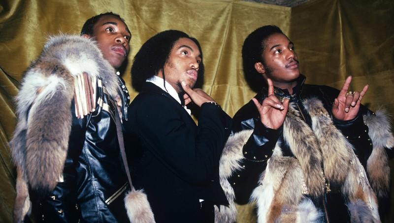 Участники Grandmaster Flash and the Furious Five позируют для фото, Нью-Йорк, 1983 год.