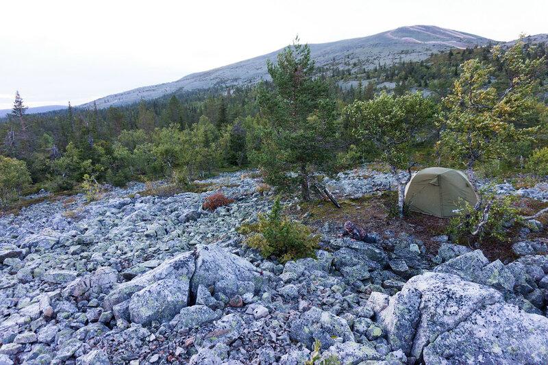 ночевка в палатке на каменной россыпи у горы Юлляс (Ylläs)