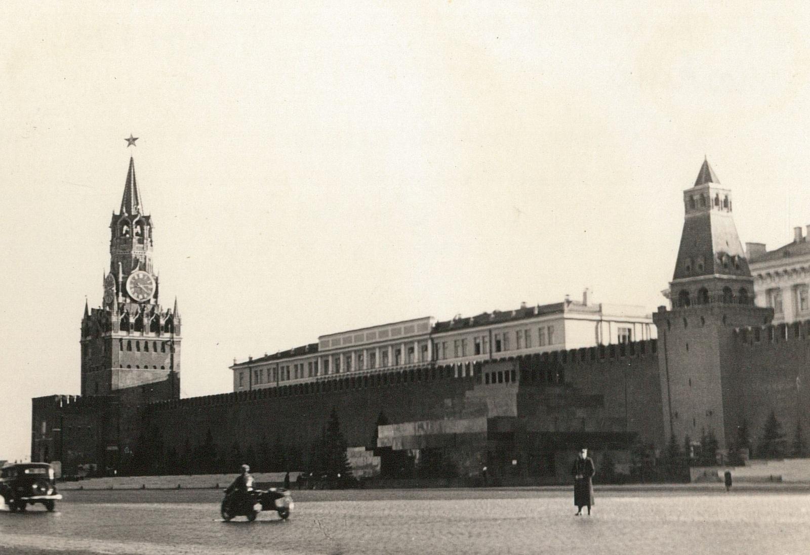 Красная площадь со Спасской башней