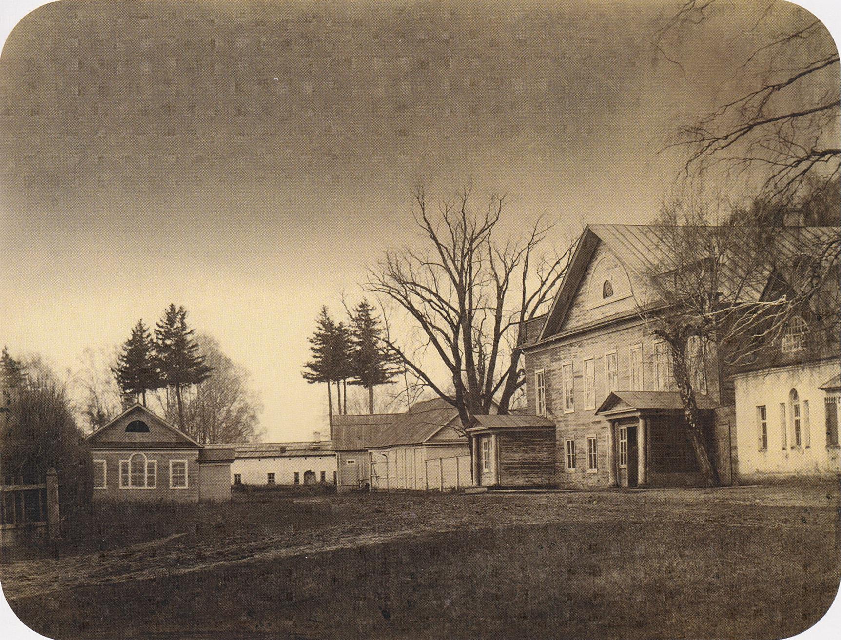 Вид на флигель и хозяйственный двор. 2-я пол. 1860-х.