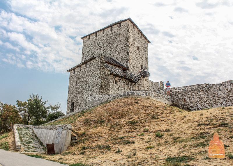 Вршацкая крепость в Сербии
