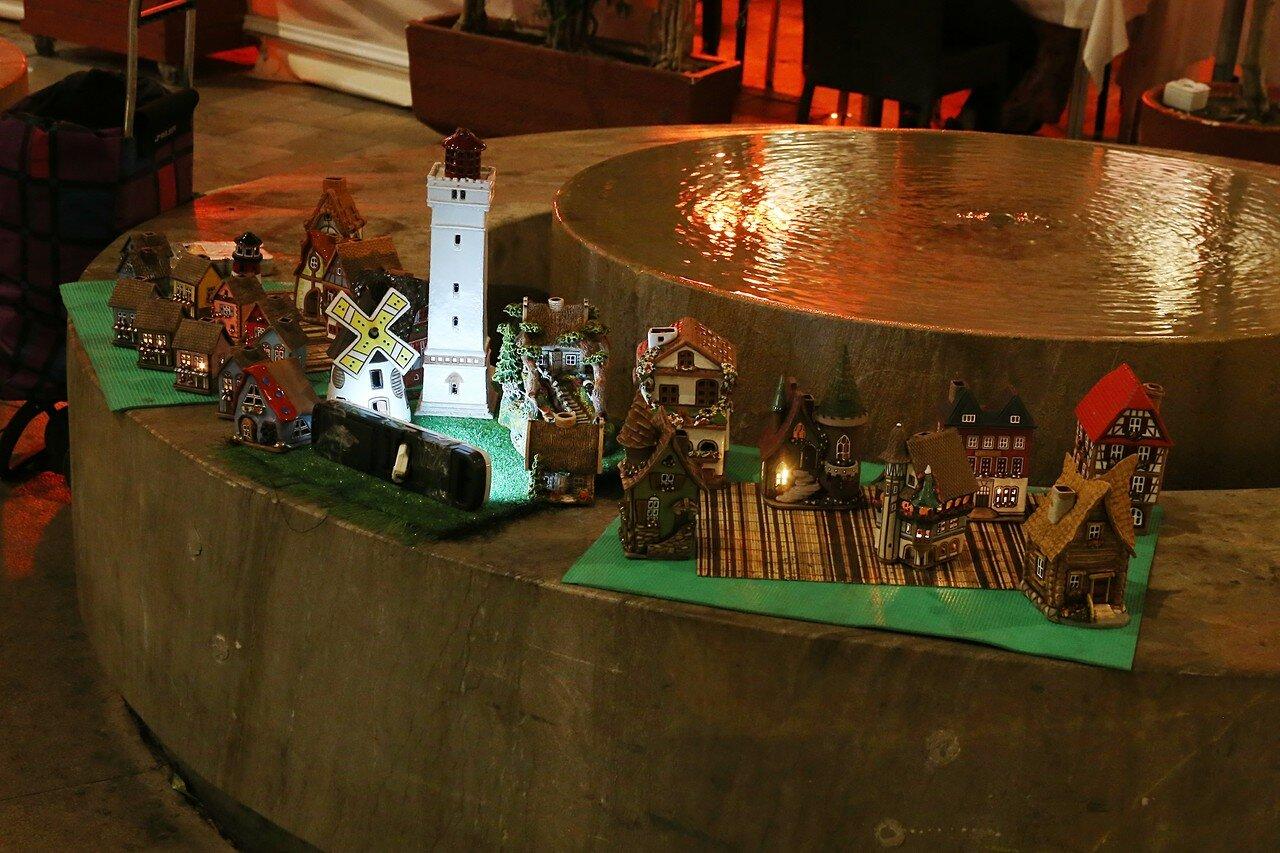 Ночная Малага. Площадь Карбон. Сувениры