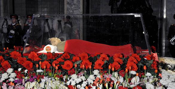 После того как основатель северокорейского государства Ким Ир Сен в 1994 году ушел из жизни, его сын