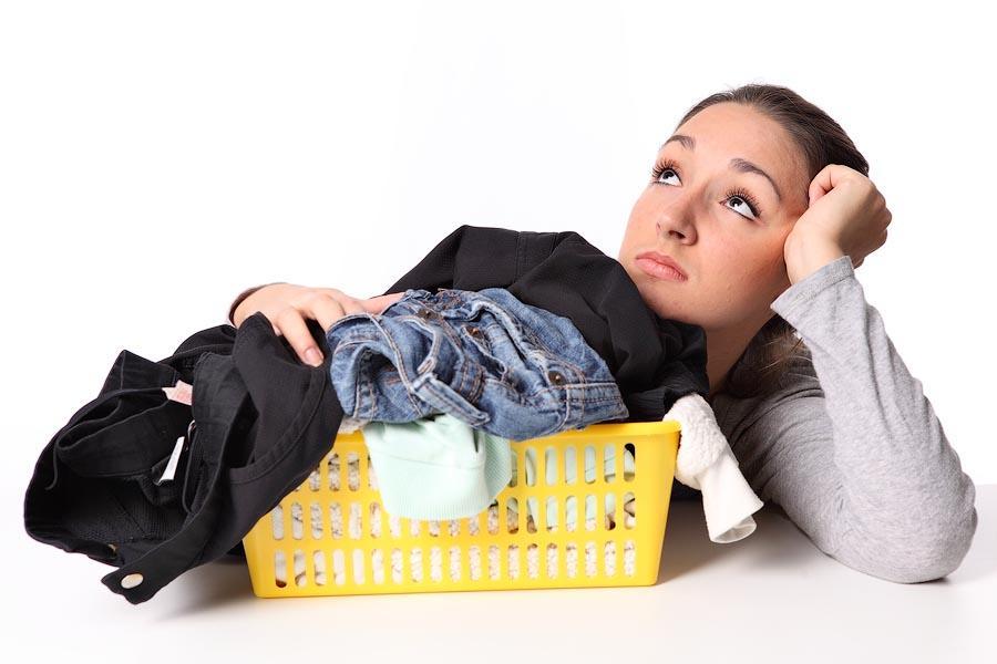 2 Удалить пятна пота с одежды. Желтые пятна подмышками испортили любимую блузку? Печально, но факт,