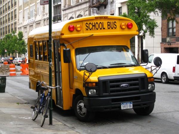 Школьные автобусы Это гроза автомобилистов и первое правило, которое я заучила: если на дороге стоит